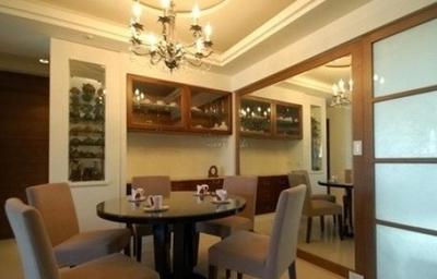 现代风格餐厅酒柜设计效果图