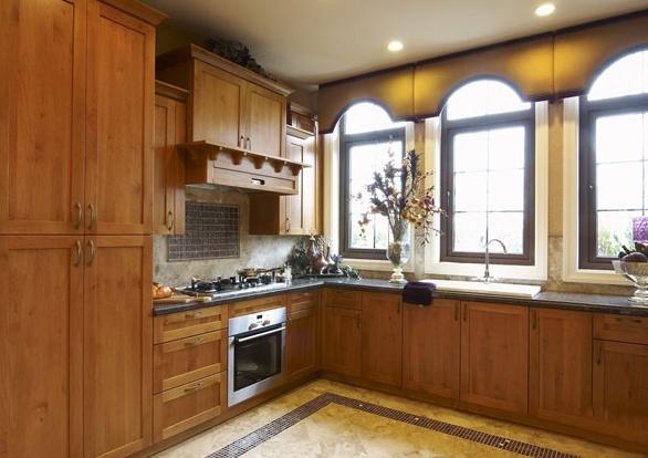 古典欧式豪华别墅厨房装修案例