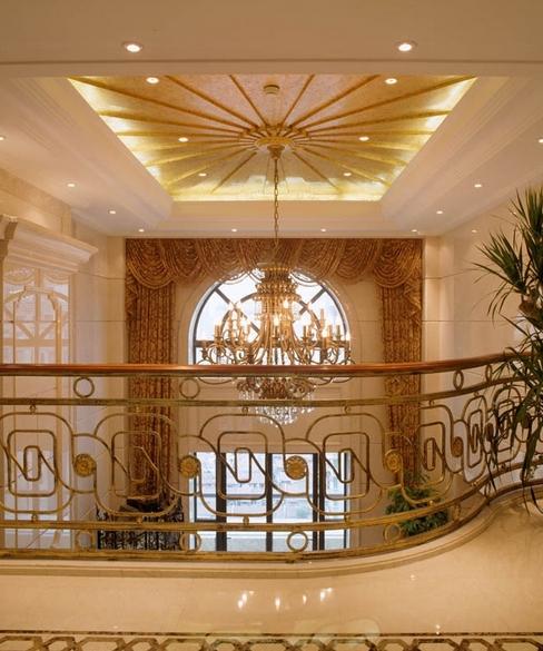 欧式复式楼装修客厅豪华吊顶效果图