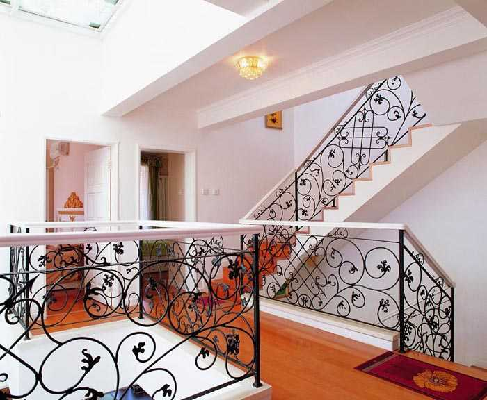 铁艺楼梯扶手价格明细及装修效果图欣赏