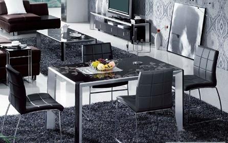 四人餐桌尺寸是多少?