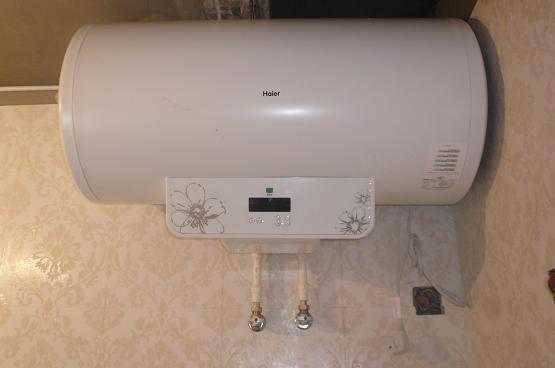 卫浴一直是我们家中的重要区域,而且现在每家每户都会安装有热水器。海尔热水器是热水器品牌当中的佼佼者品牌。那么热水器也是需要我们经常清洗的,防止热水器污垢过多。那么海尔热水器如何清洗呢?下面小编就给大家带来海尔热水器清洗方法大全。  【海尔热水器清洗方法】 在清理热水器之前,应断电、断水,然后把热水器的冷热水管用扳手将其打开,卸下后,热水器的水还是不会出来的。