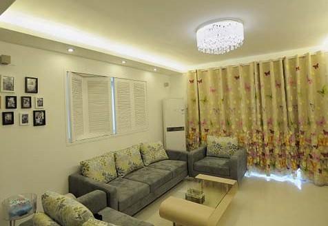 沙发靠窗户设计效果图