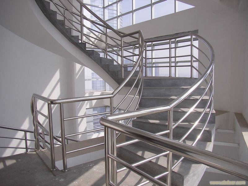 不锈钢楼梯扶手价格 木质楼梯扶手价格 不锈钢阳台护栏