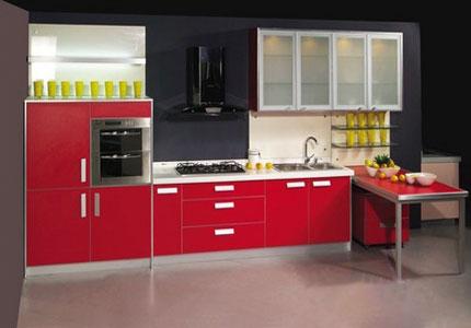酒紅色廚房門效果圖片