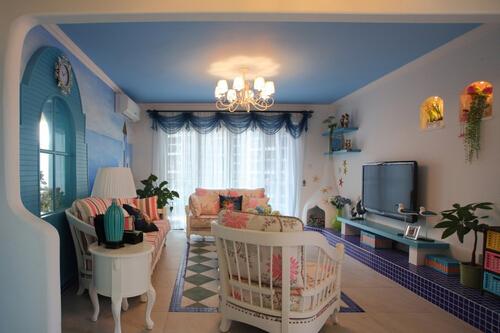 此外,地中海风格最明显的特征之一是家具上的擦漆做旧处理,这种处理