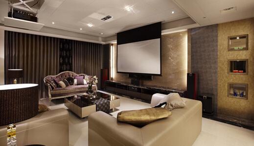 这个现代风格电视背景墙设计采用陈列架隔层和电视
