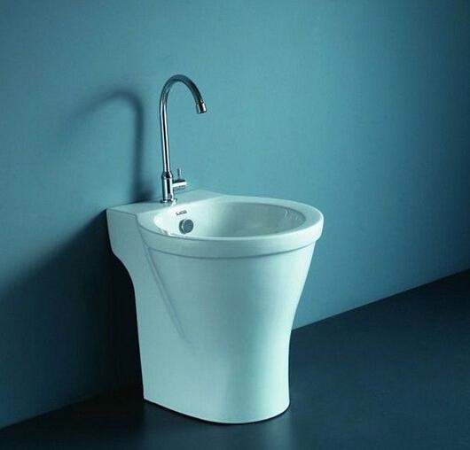 随着生活品质的上升,卫生监督额卫浴设施是越来越齐全了,就连拖把都有了特定的洗澡的地方,那就是拖把池了,那在装修的时候拖把池的选购上要选用多大的拖把池合适呢》都有哪些尺寸呢?一起来看看吧。 拖把池尺寸 拖把池外围尺寸般:长宽400~500mm高500~600mm,拖把池龙头比池子高100mm左右宜样避免洗拖把时候水溅外面建议网上或者商场里选购成品拖把池通常带着龙头样买回来固定地面上与下水接通即成品池设计合理、使用方便、样式美观还起装饰作用而且也用自己定尺寸发愁了直接按选好成品池安装上下水行。 拖把池尺寸一般